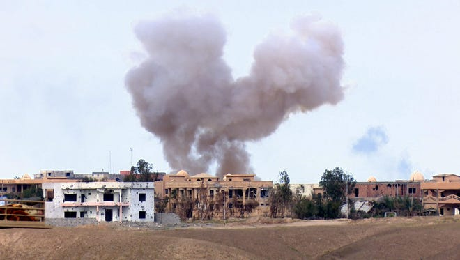 Smoke rises during fighting between Iraqi army and Islamic State militants in Tikrit, Iraq, on March 31,  2015.