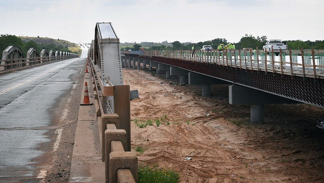 The construction contractor for the Oklahoma Department of Transportation will install temporary traffic lights next week to re-route traffic across the existing State Highway 79 bridge into one lane. Expect delays.