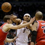 The Milwaukee Bucks reportedly have traded guard Jared Dudley, center, to the Washington Wizards.