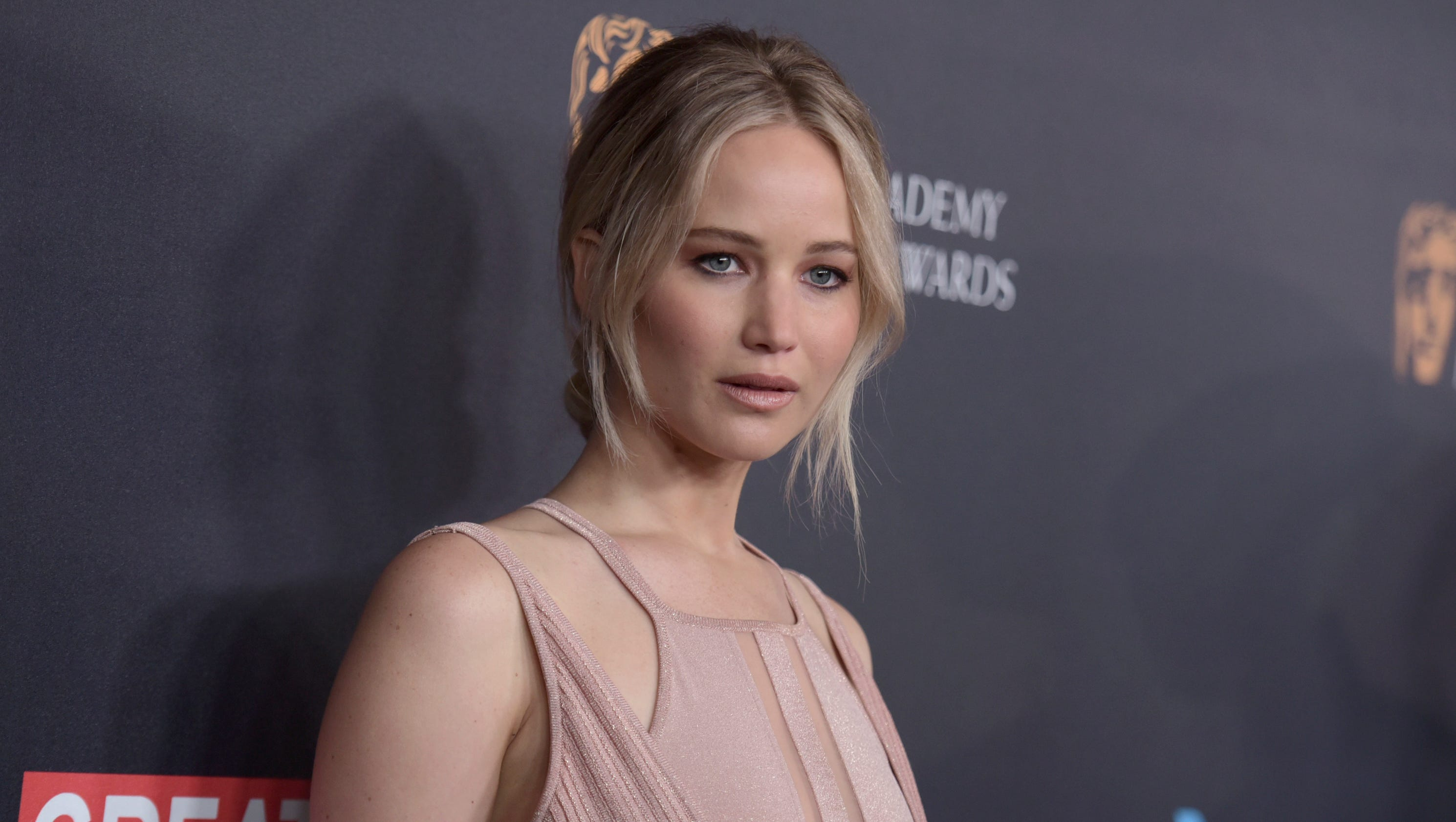 Jennifer Lawrence S Plane Loses Two Engines Makes