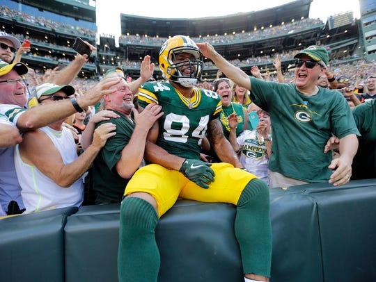 Packers tight end Lance Kendricks celebrates his touchdown