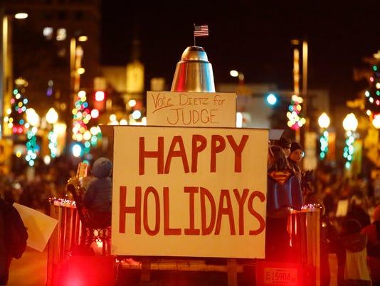 636469866164613850-MAN-Lakeshore-Holiday-Parade-112217-JC0233.jpg