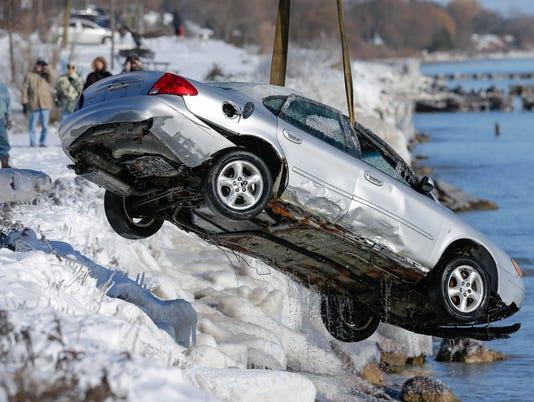 636488604483245391-MAN-Car-Rescue-121417-JC0488.jpg