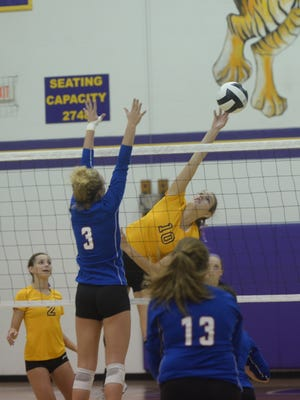 Hagerstown swept Union County in volleyball Tuesday, Oct. 3, 2017.
