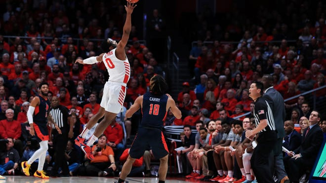 Former Duquesne starting point guard Sincere Carry (No. 10) has officially joined the Kent State men's basketball program as a transfer.