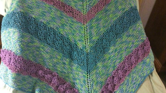 I made this shawl a  few years ago but lost it at the end of last summer. So glad to have found it!
