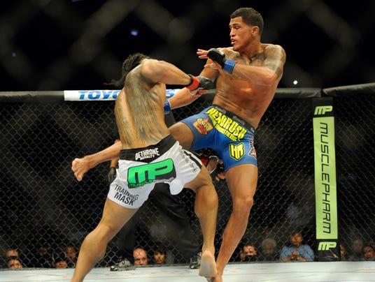 USP MMA_ UFC 164-Henderson vs Pettis