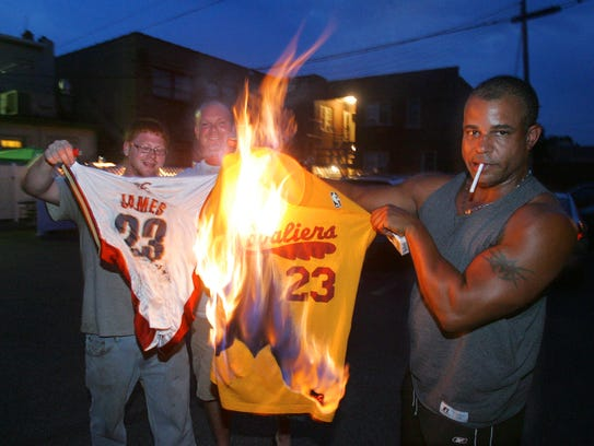 Cavaliers fans set fire to LeBron James' jersey after