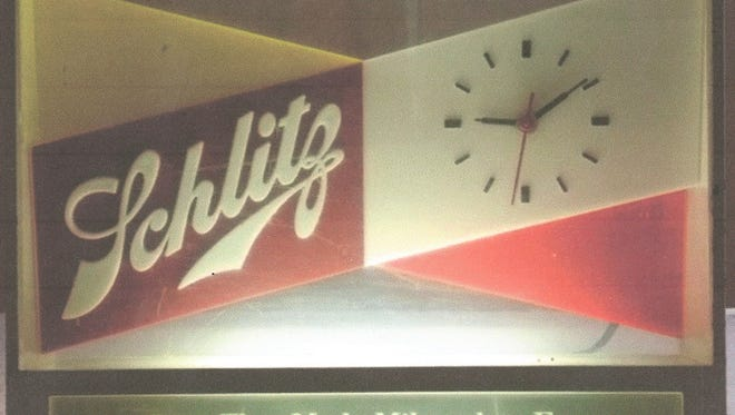 Linus's Schlitz clock.