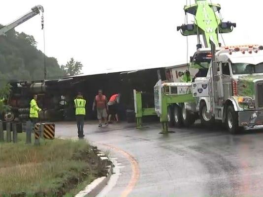 636664730212938227-truck-crash.JPG