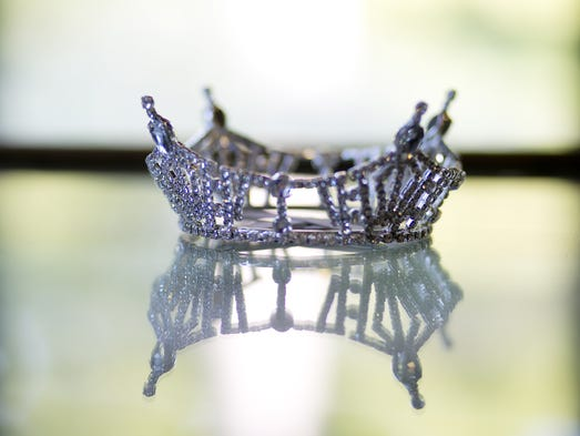 The four-pointed crown of Miss Wisconsin represents