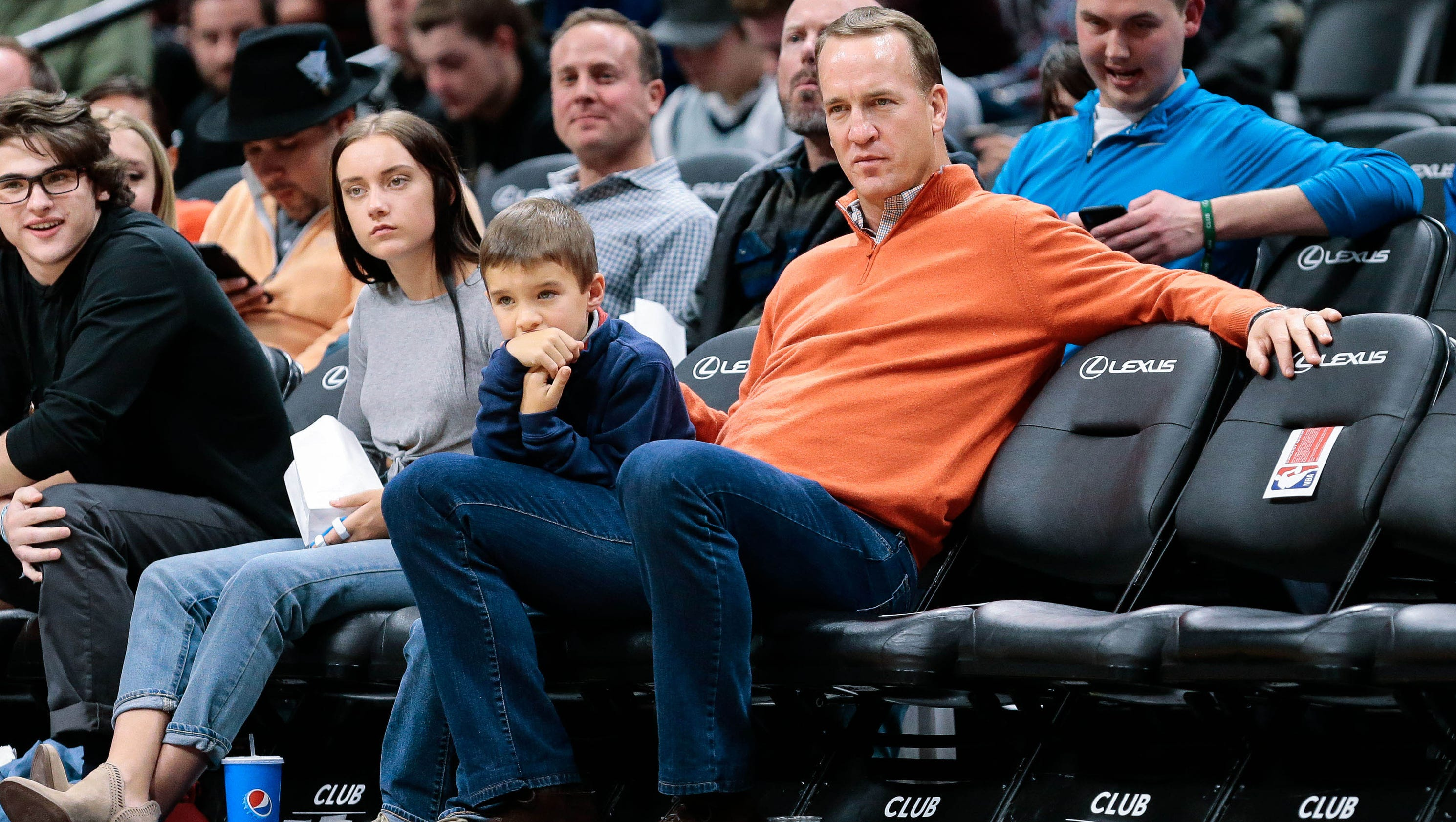 Marshall Mobile Homes >> Peyton Manning's son steals dad's spotlight at NBA game