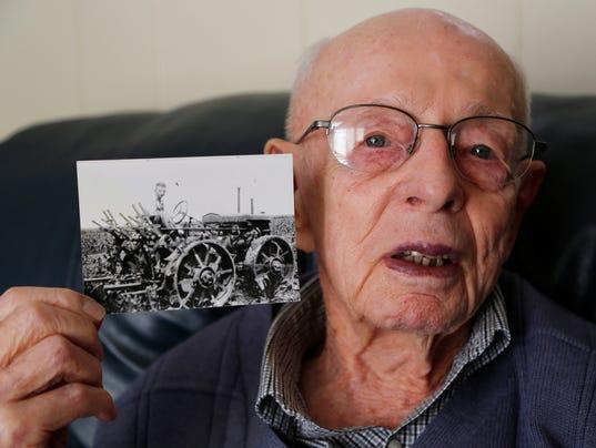LAF Grandpa's Tractor_02