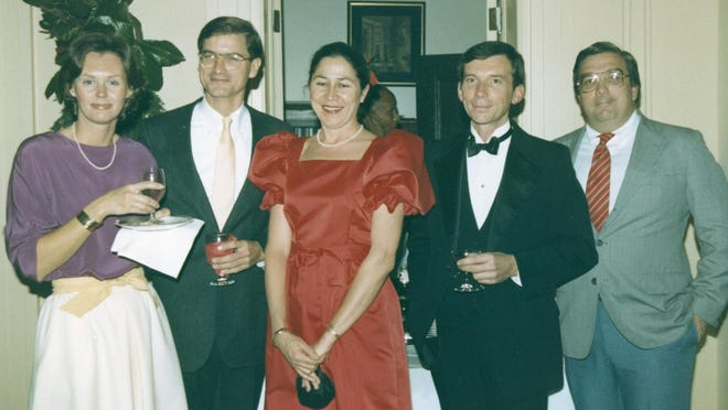 Diane Cashman, center, at the Wasaail Bowl Fundraiser hosted by the Candlelight Tour in Wilmington in 1976. With Cashman from left are Elaine Wright, Thomas H. Wright III, Bob Warren and Dr. Wilkinson.