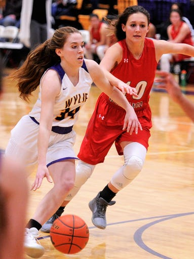 Wylie guard Julia Lovelace (34) drives into the lane