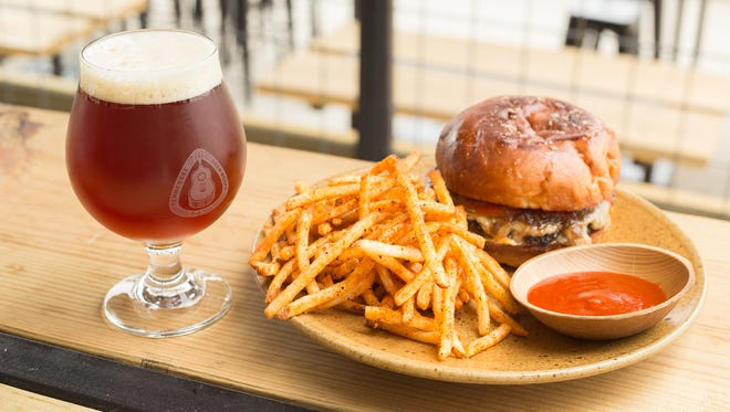 Tennessee Brew Works Five Beer Burger paired with an Extra Easy.