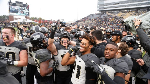 The Purdue Boilermakers celebrate after defeatig Illinois