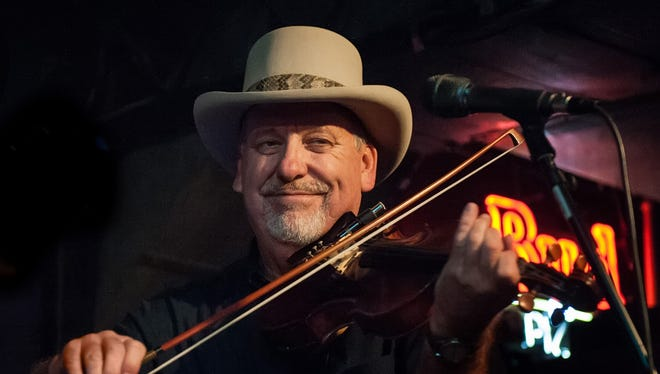 Fiddle player Hoot Hester made music in Nashville for more than 43 years.