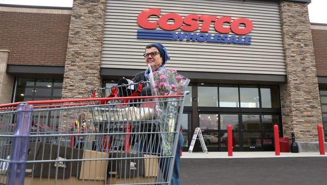 Costco cardholders will switch from American Express to Citi cards in June.