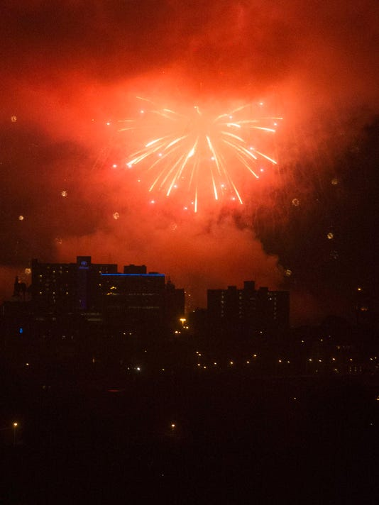 636377781594264159-fireworks-01.jpg