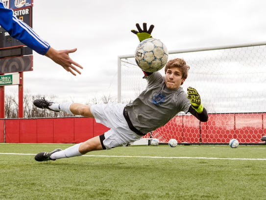 Goalkeeper Elian Haddock posted a 15-2-1 record with