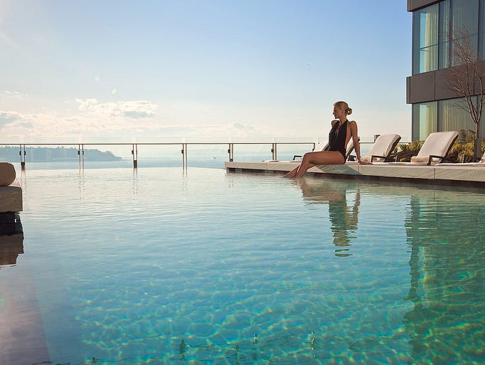 Four Seasons Hotel Seattle Rooftop Infinity Pool_Lounging