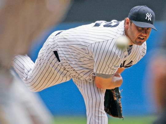 Roger Clemens pitching for the Yankees in 2007.