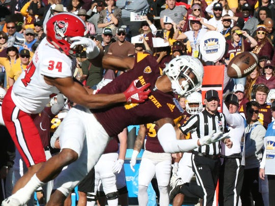 Arizona State wide receiver N'Keal Harry, 1, reaches
