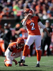 Bengals kicker Mike Nugent misses a 40-yard field goal in the first quarter.