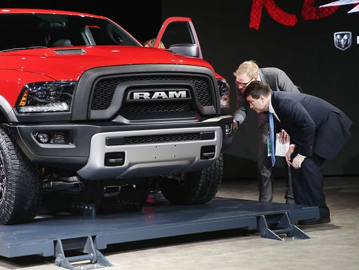 Carmakers Shed Shyness Floor It At Detroit Show