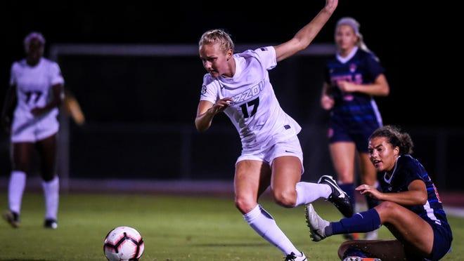 Missouri forward Sarah Luebbert (17) runs with the ball during a match Oct. 4, 2018, at Walton Stadium.