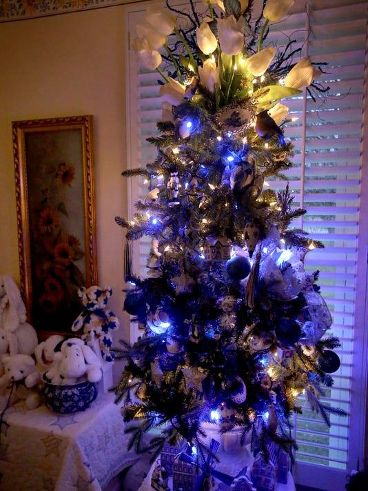 09-Christmas Trees.jpg