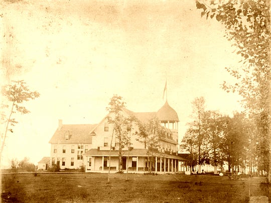 An image of the second Lake View Hotel pre-1929.