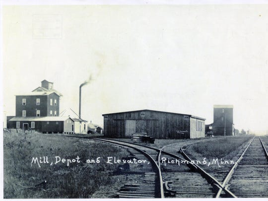 A panoramic view of the mill, depot and elevator in Richmond (looking east) in 1918.