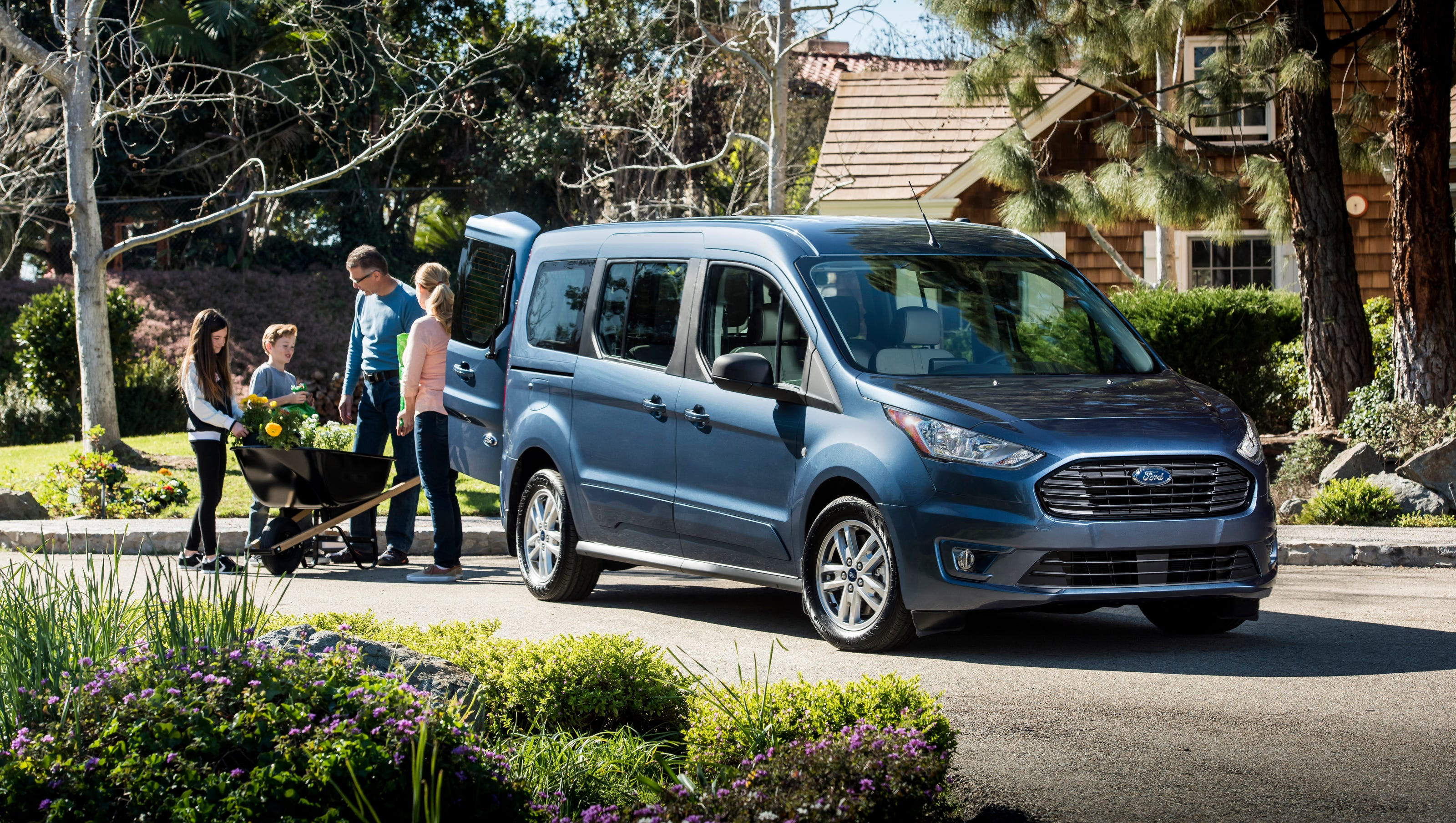 Ford shows new transit connect van aims it at boomers