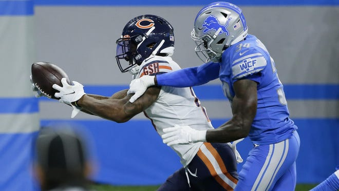 Chicago Bears wide receiver Anthony Miller catches a 27-yard touchdown pass as Detroit Lions cornerback Tony McRae (34) defends on Sunday in Detroit.