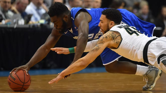 MTSU guard Giddy Potts (20) and Michigan State guard Denzel Valentine (45) go after a loose ball in the second half Friday.
