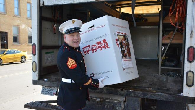 Sheriff Joski picks up the first load of toys from Kunkel's Korner in Kewaunee on Dec. 19.