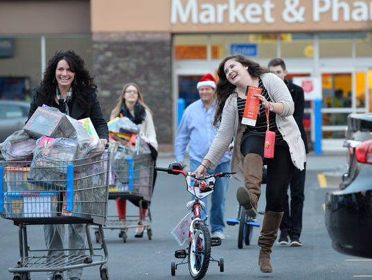 Retailers' holiday hopes rise after busy weekend
