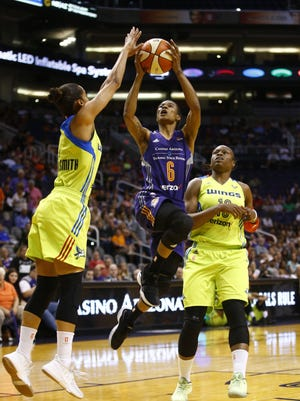 Phoenix Mercury Yvonne Turner takes a shot against the Dallas Wings in the second half on Saturday, May 27, 2017 at Taking Stick Resort Arena in Phoenix, Ariz.