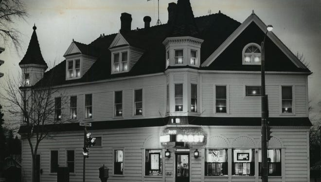 The Bay View building that housed the closed White House tavern could be designated as a historic property by Milwaukee officials.