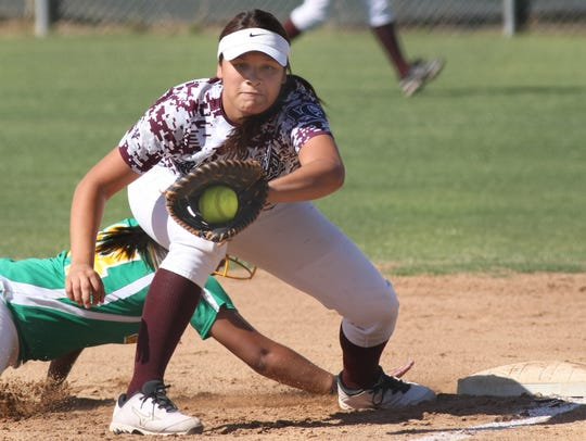 La Quinta first baseman Mia Olvera makes a play in