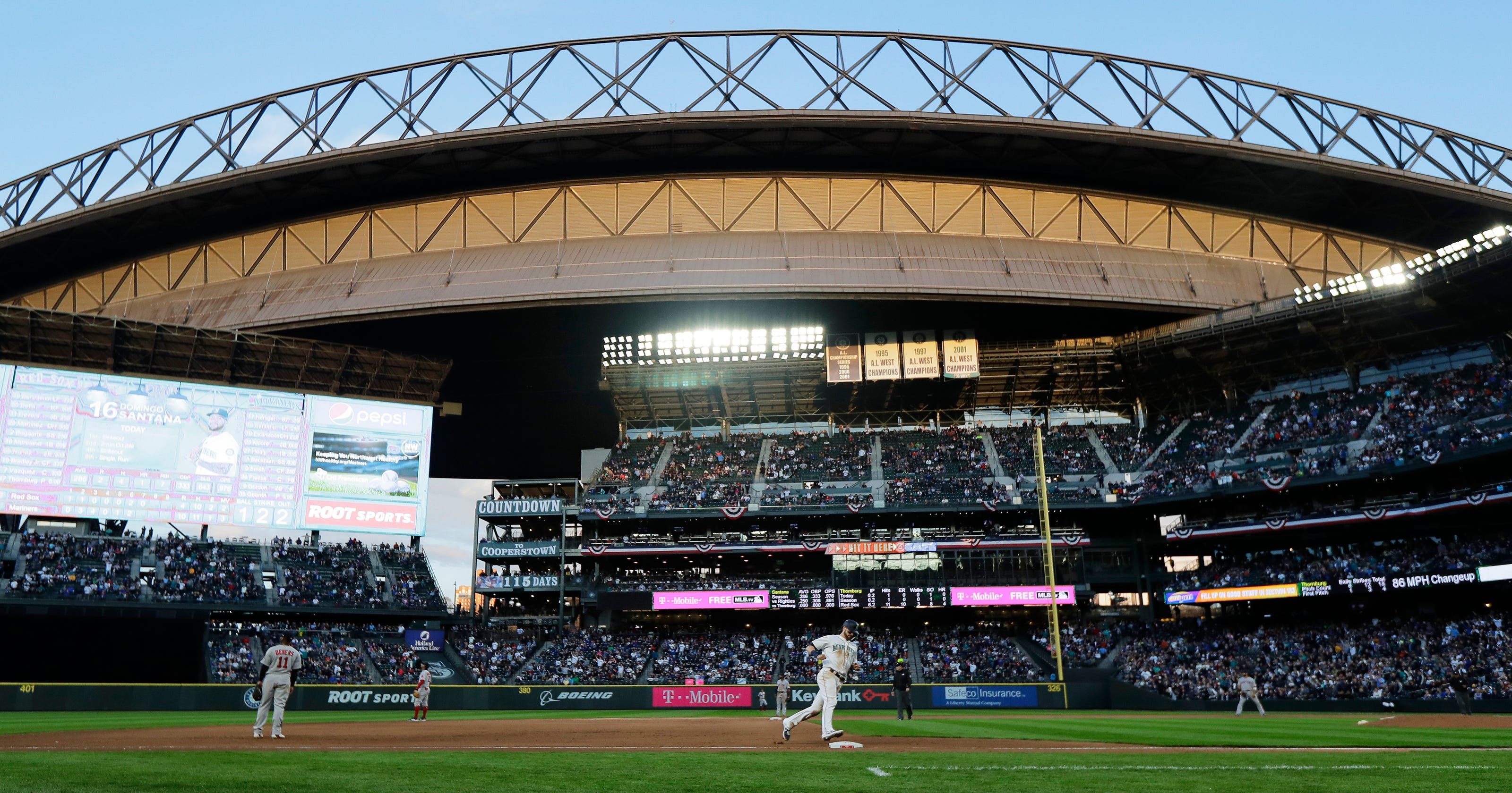 Mariners tag Sale and rout defending champion Red Sox 12-4
