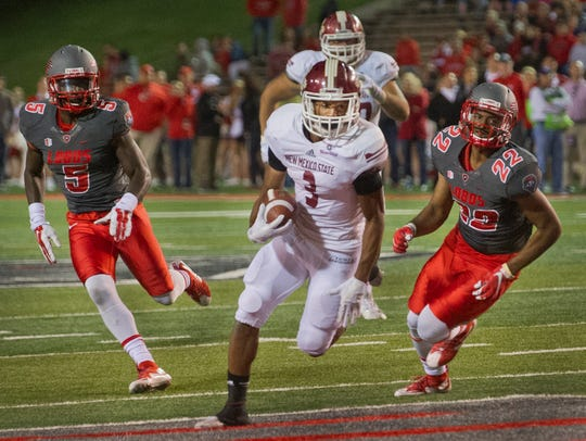 New Mexico State running back Larry Rose III scores