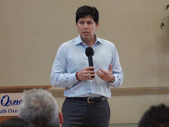 At a past campaign stop in Oxnard, state Senate leader Kevin de León, D-Los Angeles, made his pitch to run for U.S. Senate.