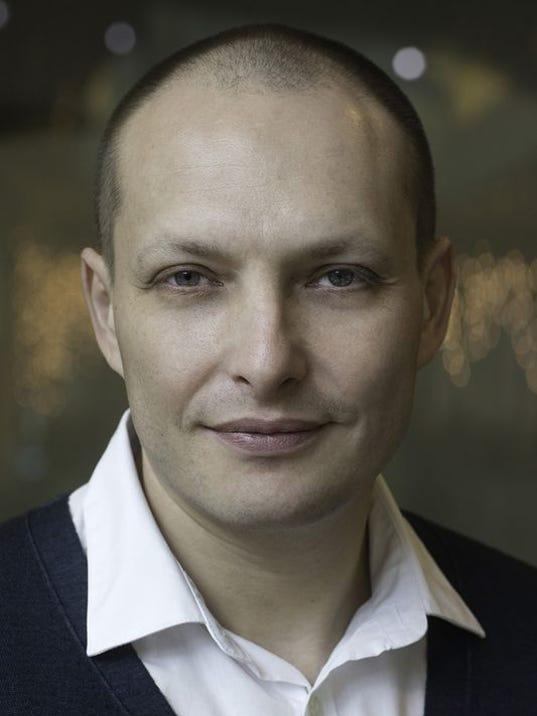 Leonid-Bershidsky-headshot