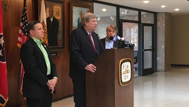 Mayor Jim Strickland (center) discusses plans for a trash service overhaul on Friday, July 20, 2018. Flanking him are city public works director Robert Knecht (left) and City Council member Frank Colvett.