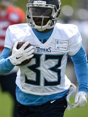 Titans running back Dion Lewis (33) races up the field