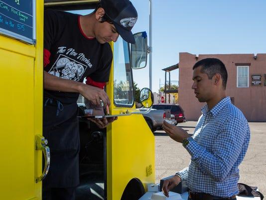 636468690959968707-1116-FEA-BIZ-NEW-MEXICAN-FOOD-TRUCK-4.jpg