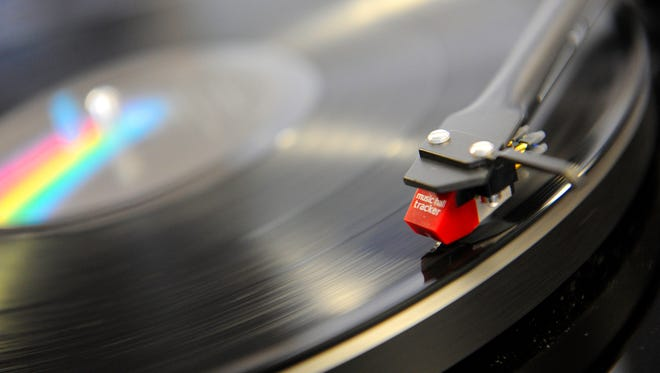 """If you're into vinyl records and nice skyline views, """"Cutting Heads"""" might be the best way to kick off your workweek. That's the name of the weekly DJ night taking place Monday evenings at LA Jackson."""